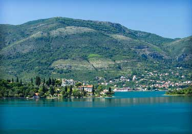 Wandern zwischen Bergen, Seen und Meer