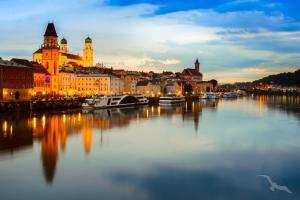 Donauglanzlichter: Passau - Bratislava - Belgrad - Giurgiu - Tulcea -  Donaudelta - Budapest - Esztergom - Wien - Passau mit der MS Adora